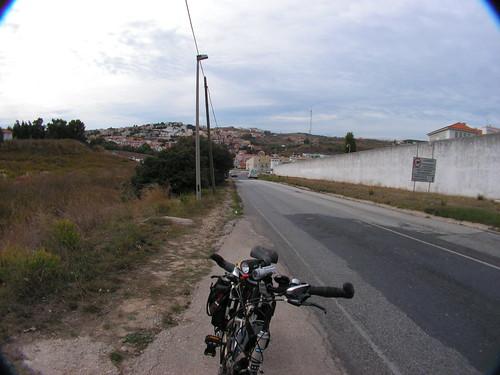 Estrada da estação de Caxias ao Estádio Nacional