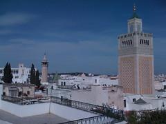 Une mosquée par quartier.