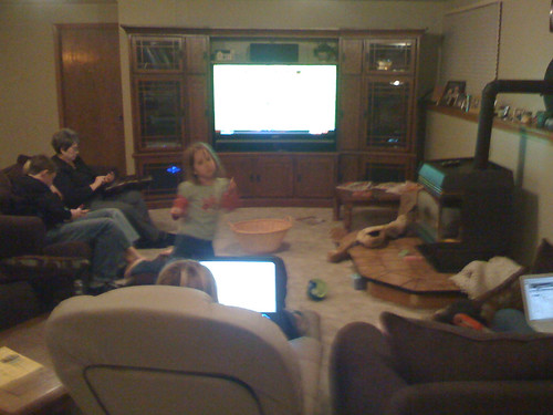 Lots of screens in use during our Thanksgiving evening
