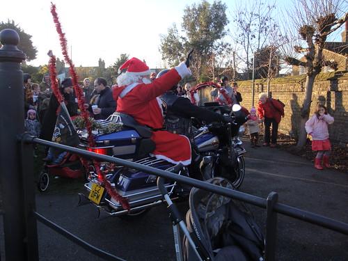 Père Noël arrive en moto-7