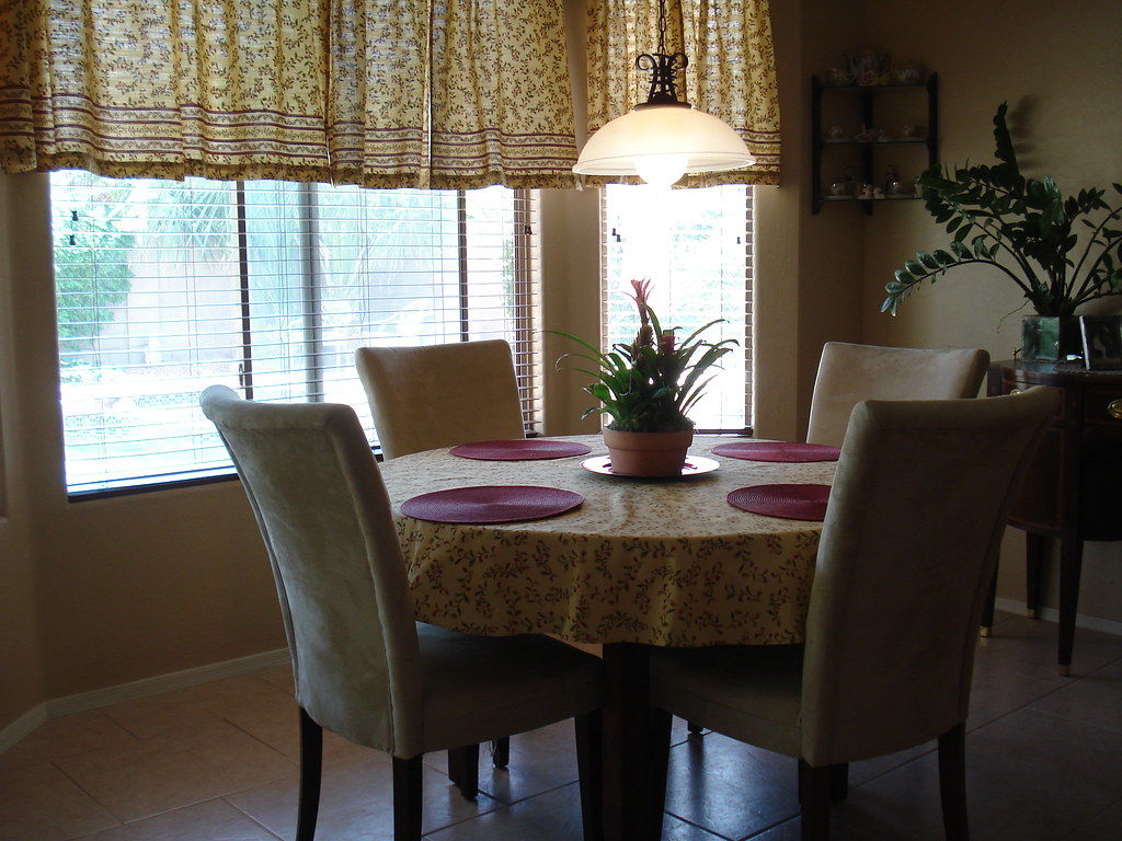 New kitchen decor and dining set