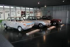 BMW Modelle im Eingangsbereich - BMW Museum
