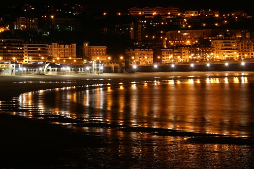 "Donostia / San Sebastian - Nocturna • <a style=""font-size:0.8em;"" href=""http://www.flickr.com/photos/26679841@N00/2344112630/"" target=""_blank"">View on Flickr</a>"
