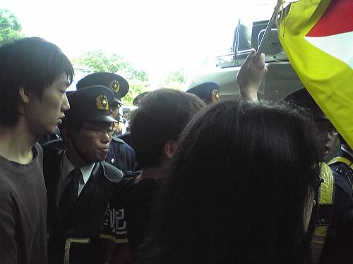 Police keeping things control during Hu Jintao's Waseda University visit 2