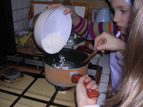 ajouter la farine pour la sauce blanche