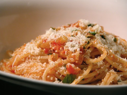 Spaghetti with a basic tomato sauce