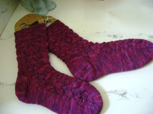 CRIMSON PURLS SOCKS