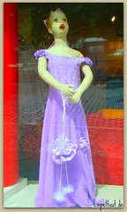 Laalalaaaa (Lispeltuut) Tags: street city pink berlin window shop germany dress lila dummy gala schaufensterpuppe kleid karlmarxstrasse neukolln