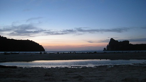 Sunset from main Phi Phi Don beach - another stunner