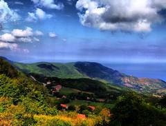 Soucaksu Ky (econoktay76) Tags: blue sea cloud tree green turkey village trkiye blacksea karadeniz deniz mavi bulut manzara yeil aa turkei sinop ayanck soucaksu