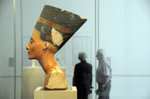 The Nefertiti, Side View