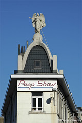 The Angel of the Peep Show (Eliseo Oliveras) Tags: street city blue brussels sky urban sculpture house building architecture angel europa europe belgium belgique surrealism surreal bruxelles bruselas belgica peepshow saintjosse sintjoost eliseooliveras ©eliseooliveras