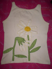 Camiseta customizada com feltro (Valéria =^. .^=) Tags: e bordados camisetas customizar aplicações patchcolagem customisadas