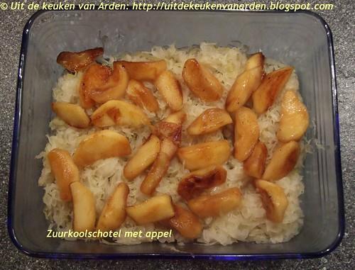 Zuurkoolschotel met appel