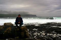 Doolin (ernie_mcmillan) Tags: ireland sky cliff clare grigio doolin wave io francesco oceano atlantico onda cielogrigiosu sbello senonlodicoio constosfondosonbellitutti quantosonbello