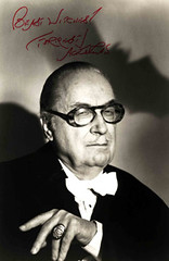 Forrest J. Ackerman Signed Photo (Lloyd N Phillips (formerly Green Lantern2008)) Tags: photo bat eerie pop writer popculture publicity popcultureicon menwithglasses forrey forrestackerman studiostill