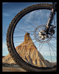 """LAS BARDENAS COMO LAS VEO YO. """"Las bardenas"""" as I see them. (SANTI BAON) Tags: bike de btt bicicleta mtb montaa navarra bardenas castildetierra"""