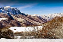 0642-Restos de temporada (Piedrasluengas, Cantabria) (Eduardo Arias Rábanos) Tags: sky naturaleza mountain snow nature landscape nikon nieve paisaje cielo montaña picosdeeuropa eduardoarias eduardoariasrábanos