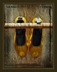 Hanging shoes (pixel_unikat) Tags: stilllife yellow shop linz austria shoes pixelunikat
