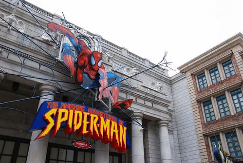 Spider man 的蜘蛛絲有燈泡,晚上應該很漂亮吧?