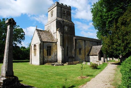 Coln Saint Dennis村の教会