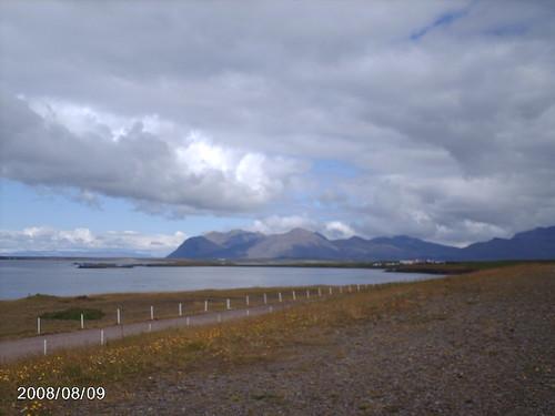 Fjord och berg strax öster om Akranes