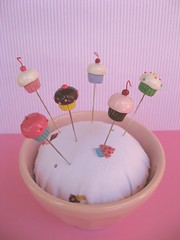 pink latte pin cushion set (Pinks & Needles (used to be Gigi & Big Red)) Tags: miniatures cupcakes fake pincushion etsy pretend inedible sewingpins gigiminor pinksandneedles pintoppers pinksneedles
