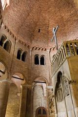 15.09.08-sanstefano-02 (twistan) Tags: italy church architecture bologna vault romanesque 2008 brickwork emiliaromagna sanpetronio sanstefano sansepolchro