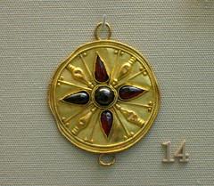 Gold & Garnet Disc (noriko.stardust) Tags: gold britishmuseum jewllery garnet antiquejewellery goldjewellry museumjewellery