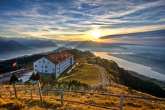 Hotel Rigi Kulm (Remo Hediger) Tags: sunset lake mountains alps train hotel switzerland sonnenuntergang swiss berge pilatus alpen bahn lucerne fahne hdr vierwaldstttersee remo schwyz rigi brgenstock kulm pasajero hediger rubyphotographer