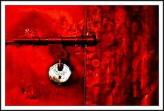 Never to lie is to have no lock on your door, you are never wholly alone - Elizabeth Bowen (flickrohit) Tags: door red india trek fort lock maharashtra pune rohit thepca sinhgad rohitgowaikar 7levers ppexhibitiondec2008