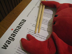 Laura & Claude in London (40) (chicgeekuk) Tags: red laura animal toy crab plush claw abroad stuffedanimal seafood claude crabs crustacean claws kishimoto travellingtoys travellingtoy laurakishimoto laurakishimotoca claudeabroad