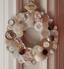 BT4 white button wreath (craftapalooza) Tags: white vintage silver craft button backtack vintagebuttons bt4 buttonwreath craft2008
