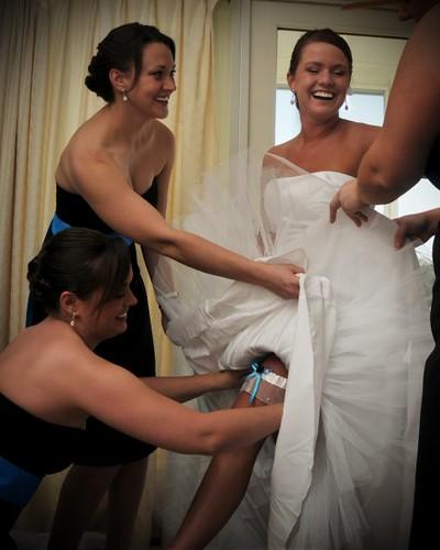 Get that garter on, girls!