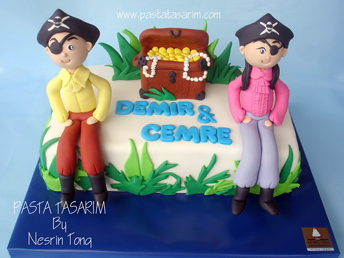 PIRATES BIRTHDAY CAKE - DEMIR AND CEMRE