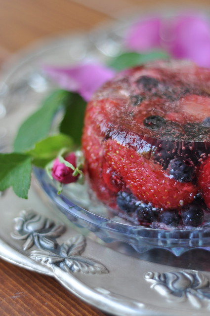 vahuveinitarretis marjadega/sparkling wine jelly with berries