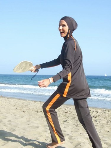Girl playing Beach-Ball