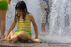 Wet Stripes (photo.klick) Tags: summer hot wet water fountain girl children fun kid play puertorico sanjuan photoblog droplet soaked drench ysplix katsingercom