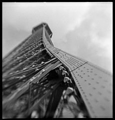 Paris, April 2008 (robert schneider (rolopix)) Tags: blackandwhite bw blur paris france 6x6 film monochrome square europe kodak eiffeltower eu april brownie hawkeye curve expired 2008 vp outdated 620 bhf browniehawkeyeflash flippedlens outofdate verichromepan kodakvp 120620 fixedshadows 7emearr believeinfilm