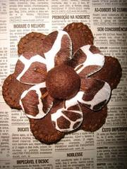 Cod. 003 (Coisas de Fernanda Artesania Criadora) Tags: broche chaveiro chaveiros