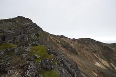 山頂直下の爆裂火口