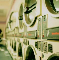 coin laundry (j.izzle) Tags: 120 6x6 zeiss mediumformat dof jena mc velvia carl fujifilm pentacon 50 laundromat six fujichrome coinop coinlaundry p6 80mm pentaconsix carlzeiss czj jizzle autaut