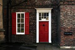 No. 10 (Markus Moning) Tags: door york uk red england white brick rot window canon eos 350d 10 no fenster united parking kingdom number minster weiss tre moning backstein markusmoning