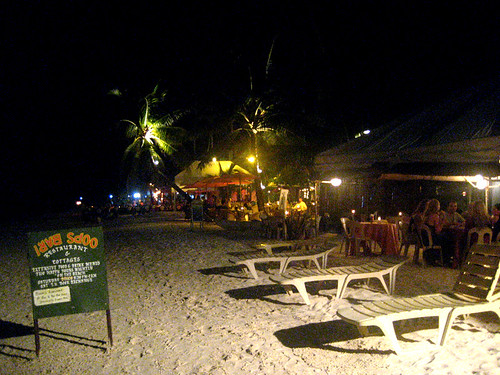 Beach-resto at Alona