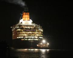 Final Voyage.... (GlasgowPhotoMan) Tags: clyde greenock glasgow queenelizabeth2 cunard qe2 liner oceanliner clydebuilt finalvoyage platinum