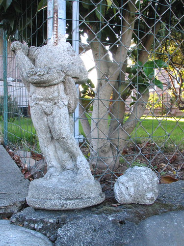 I saw this headless statue near El Centro.