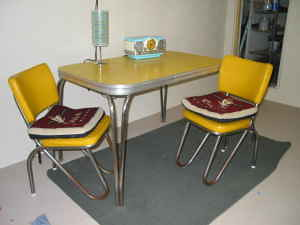 yellow table and chairs aka why craigslist is awesome
