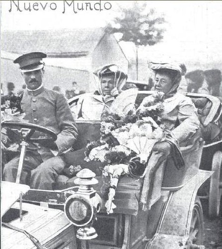 Infanta Isabel y Marquesa de Nájera en la fiesta automovilística del Real Automovil Club. Fábrica de Armas de Toledo, 1905