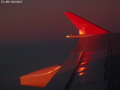 Flight to Bangkok with Royal Jordanian (Dubi Feiner) Tags: life light red reflection tourism beautiful airplane thailand wing   fhoto       dubifeiner