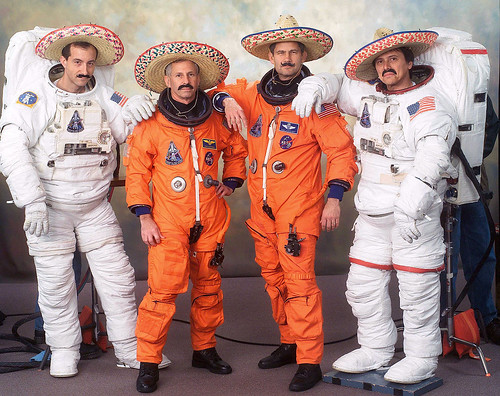 STS-111 / COCKRELL LOCKHART CHANG-DIAZ PERRIN / ENDEAVOUR / EXPEDETION 4 & EXPEDITION 5 / ONUFRIENKO WALZ BURSCH KORZUN WHITSON TRECHEV